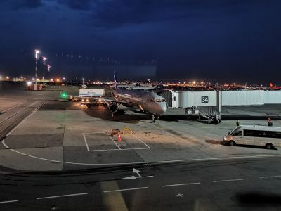 Aéroport de Moscou-Cheremetievo by night