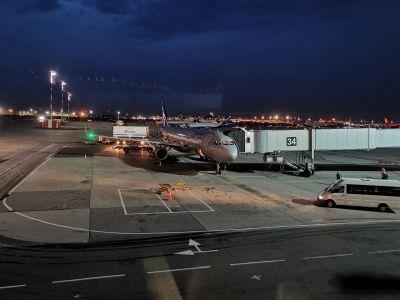 Aéroport de Moscou-Cheremetievo by night
