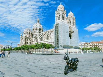 Marseille juin 2020 La Major esplanade