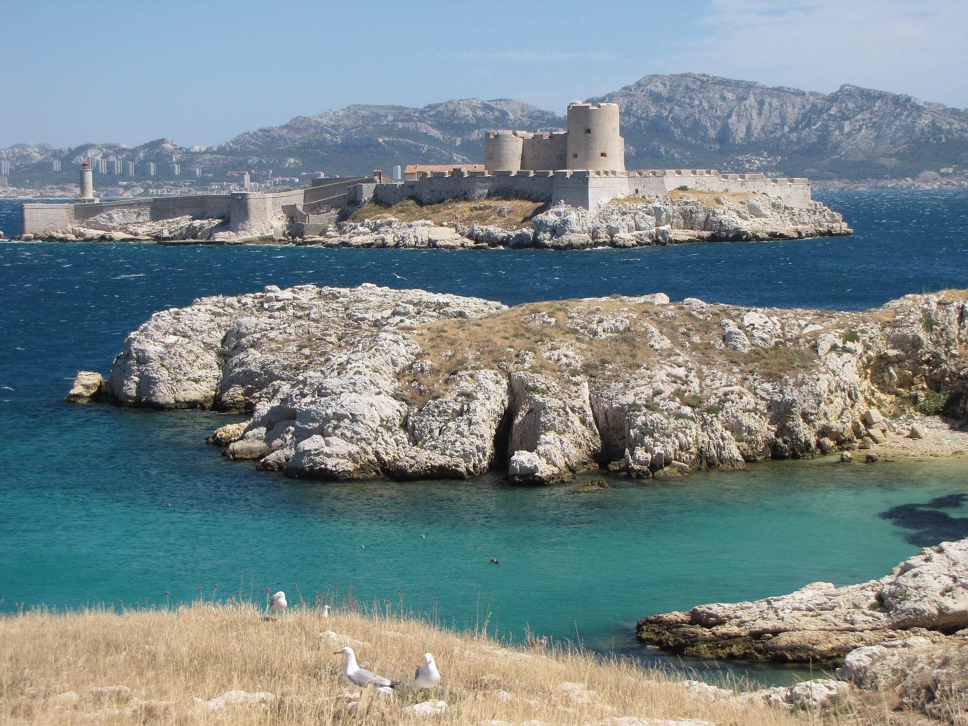 Balader aux îles du Frioul à Marseille le weekend