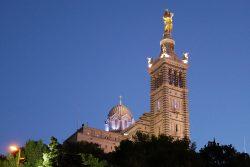 Photos au crépuscule de Notre Dame de la Garde à Marseille