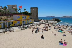 La plage des Catalans sur la Corniche Kennedy à Marseille