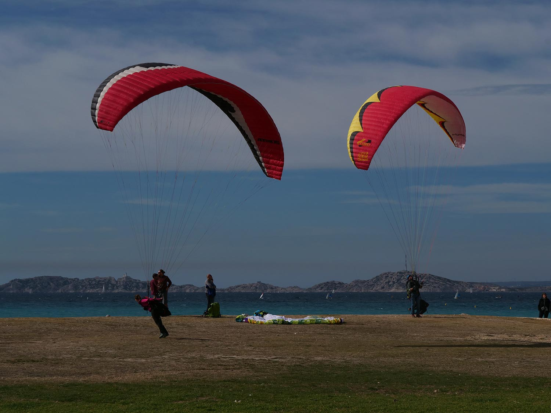 Faire du kitesurf à Marseille en pleine eau à la Pointe Rouge