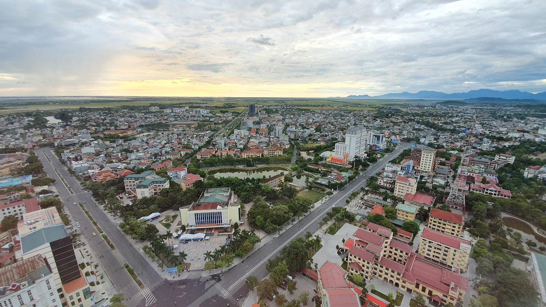 La ville de Huế au Viêtnam vue du ciel en été